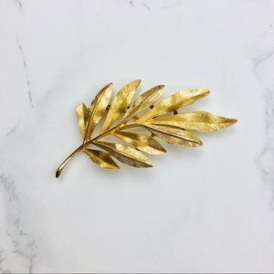 Vintage Trifari Gold tone Leaf Brooch Pin
